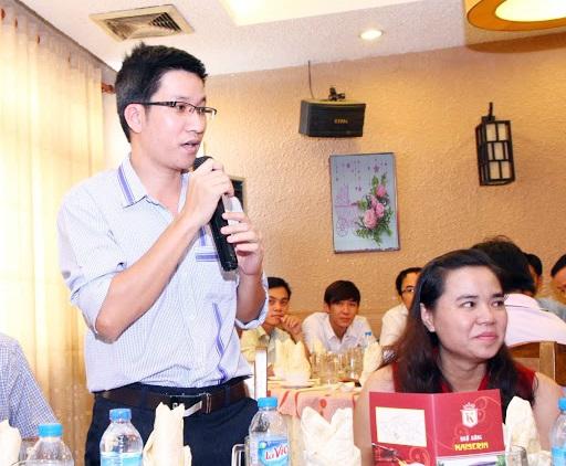 cựu sinh viên phát biểu