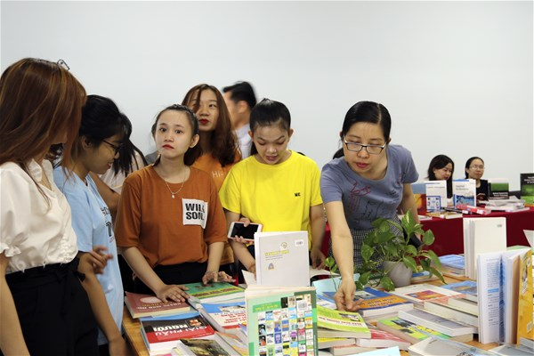 Nhà văn Hamlet Trương đã khuấy đảo không gian Hội sách LHU 2019
