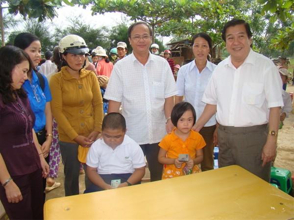 http://lhu.edu.vn/Data/News/537/images/thay_Do_Huu_Tai/6_huufy.JPG